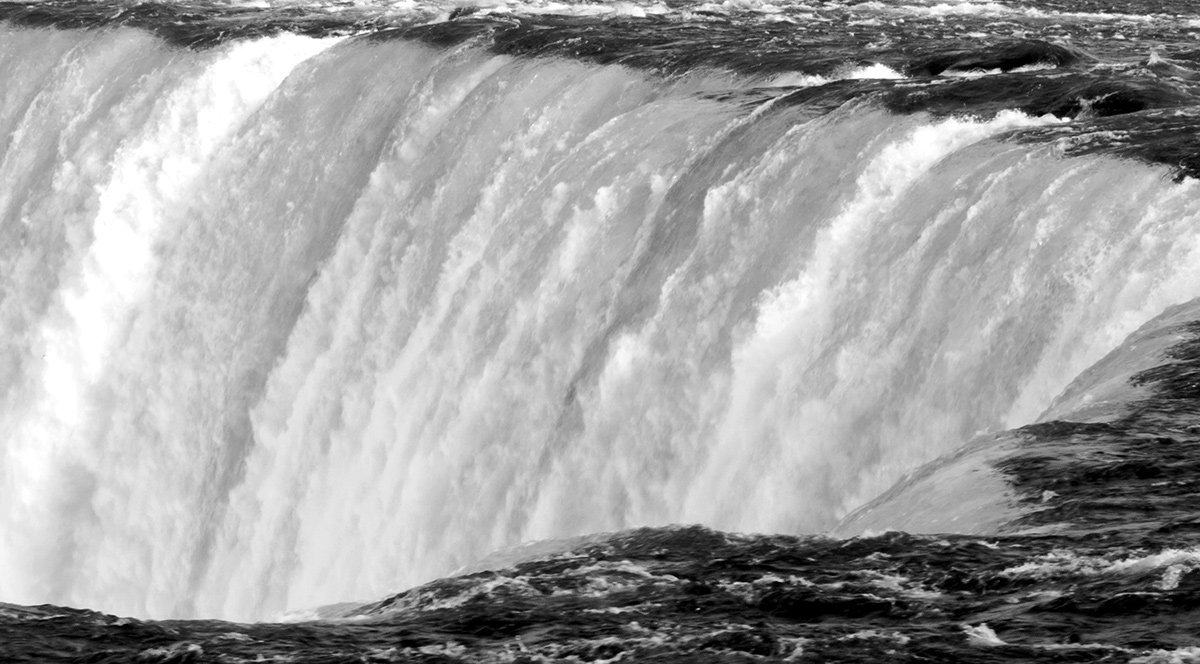 Close Up: Niagara Falls