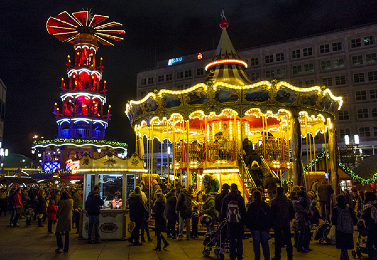 Christmas Chillin' and Chocolate Fillin' in Berlin (video)